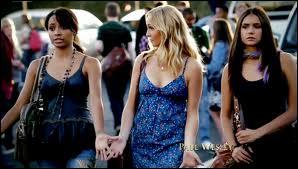 Qui sont les deux meilleures amies d'Elena ?