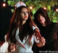 Quel est le lien biologique entre Elena et Jeremy ?