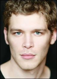 Comment s'appelle le demi-frère de Klaus ?