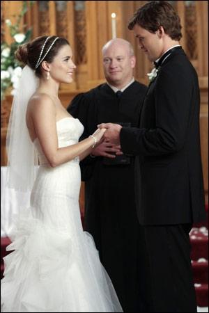 Qui est absent pour le mariage de Brooke et Julian ?