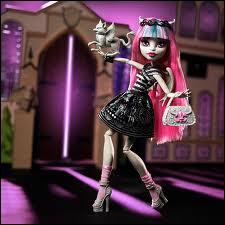 Comment s'appelle cette poupée ?