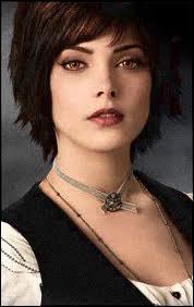 Quelle actrice joue le rôle d'Alice Cullen ?