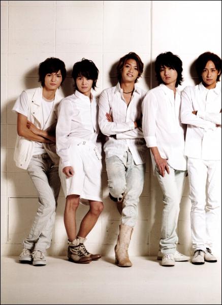 Comment s'appelle le sous groupe ayant Yabu, Hikaru, Daiki, Inoo Takaki pour membres ?
