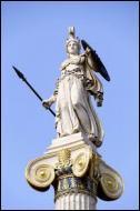 Quel est le nom de la fille que Zeus a eu avec l'Océanide Metis ? Ses principaux attributs sont l'égide, le casque, la lance et le bouclier...