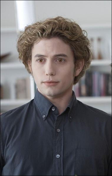 Comment est Jasper lors de sa rencontre avec Bella ?