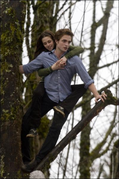 Que dit Edward à Bella sur cette photo ?