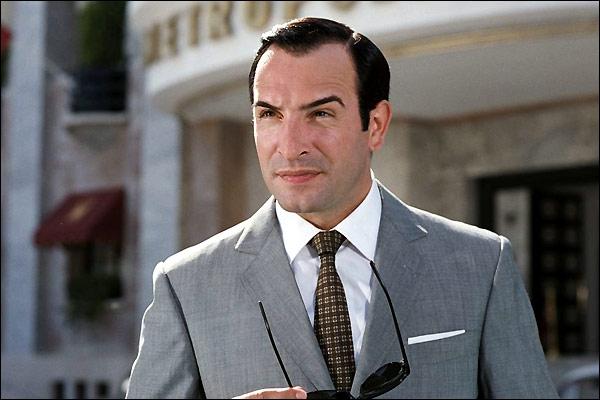En 2006 et en 2009 , il joue un agent secret ; il est :