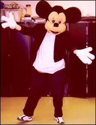 Qui chantait  Si j'étais Président de la République, jamais plus un enfant n'aurait de pensée triste, je nommerais d'abord Mickey Premier Ministre ...   ?