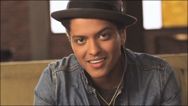 Révélation de l'année 2011 aux MVT Europe Music Awards, il est né à Honolulu en 1985. Peter Gene Hernandez est plus connu sous le nom de ...
