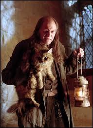 Quand on naît dans une famille de sorciers mais que l'on n'a pas de pouvoirs (comme Rusard), on est un...