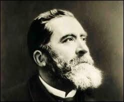 Jean Jaurès (1859 / 1914) fut assassiné le 31 juillet, trois jours avant la guerre de 14. Celui qui l'abattit s'appelait...