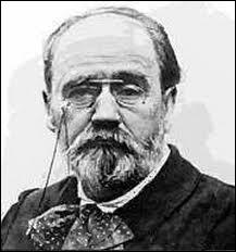 Émile Zola (1840 / 1902) prit une part importante dans l'affaire Dreyfus. Cela lui valut même d'être obligé de s'exiler. À son retour, il sera victime d'un accident plus que douteux...