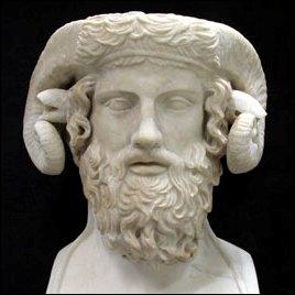 Pline l'Ancien (23 / 79) avait rassemblé tout le savoir de son époque dans une encyclopédie en 37 volumes. Il disparut...