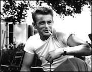 James Byron Dean (1931 / 1955) est devenu une légende vivante avec trois films : ''À l'est d'Eden'' , ''La Fureur de vivre'' , ''Géant'' . Il mourut dans un accident d'auto au volant d'une...