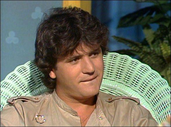 Daniel Balavoine (1952 / 1986) profitait du Paris / Dakar pour livrer des pompes à eau dans les villages du Mali. Mais la course fut endeuillée par son terrible accident...