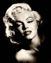 Marilyn Monroe s'est officiellement suicidée. Pour Norman Mailer, elle aurait été victime d'un vaste complot de la CIA et du FBI qui auraient éliminé quatre autres personnes. Quelle est l'intruse ?