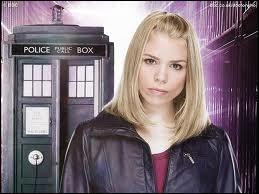 Dans la saison 2, à cause de quels extra-terrestres Rose  meurt -elle ?
