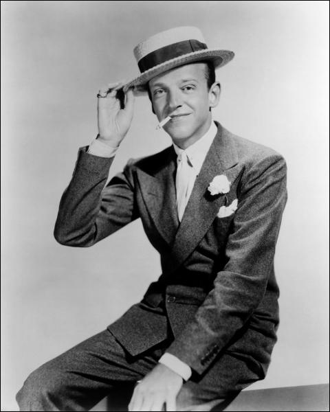 Il peut donner du plaisir aux spectateurs juste en marchant. Il est léger, magique : moi je ne suis qu'un terrien  (Gene Kelly). Fred Astaire n'a pas joué dans :