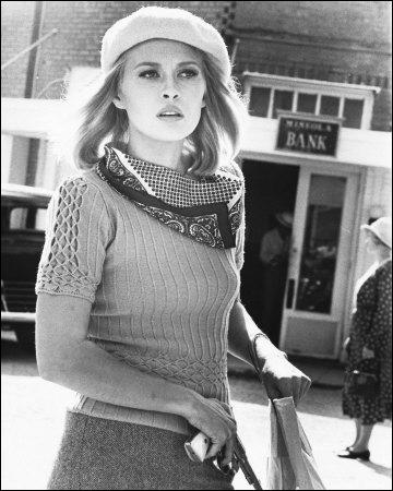De toutes les actrices modernes, elle seule a le talent et le courage d'être une vraie star  (Joan Crawford). Faye Dunaway n'a pas joué dans :