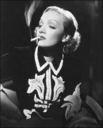 Son nom débute par une caresse et s'achève par un coup de cravache  (Jean Cocteau). Marlène Dietrich n'a pas joué dans :