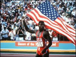 Carl Lewis, célèbre athlète américain, surnommé  King Carl , est un sportif mondial des années 1980. Grand exploit, à l'âge de 11 ans, il court le 100 mètres en moins de 11 secondes !