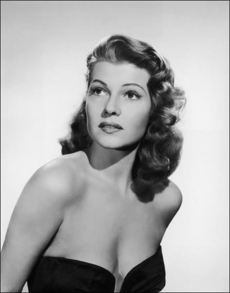 Etre une telle déesse à l'écran devait être bien encombrant quand il fallait retourner dans le monde des mortels . (Geena Davis) Rita Hayworth n'a pas joué dans :
