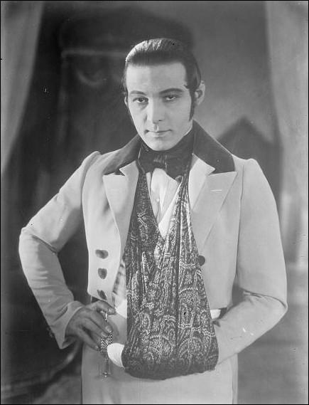 C'est lui qui a tout inventé avec les filles . (Warren Beatty) Rudolph Valentino n'a pas joué dans :