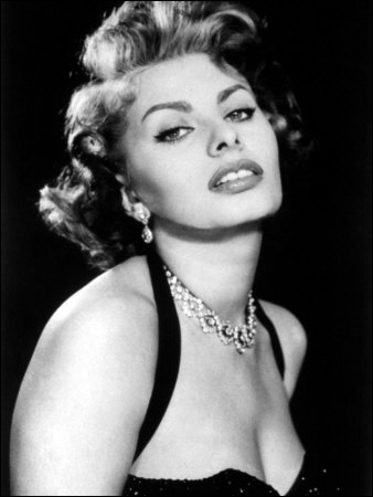 C'est une femme de fer dans une peau de velours . (Jean-Paul Belmondo) Sophia Loren n'a pas joué dans :