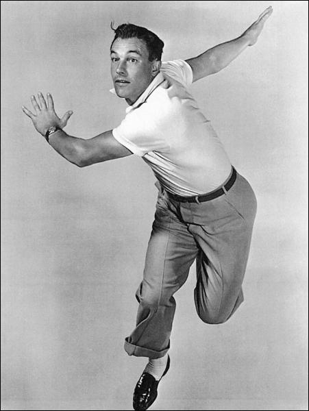 Il danse, joue et met en scène avec un talent fou. C'est un homme-orchestre qui représente à lui seul les comédies musicales d'Hollywood . (Fred Astaire) Gene Kelly n'a pas joué dans :
