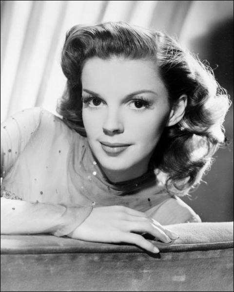Elle avait tous les talents mais ils ne l'ont pas rendue heureuse. Elle incarne la tragédie du revers de la gloire . (Bette Davis) Judy Garland n'a pas joué dans :