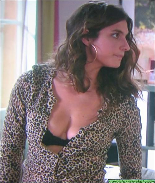 Cette belle actrice française est particulièrement célèbre pour son rôle phare dans la série Plus Belle la Vie, où elle incarne la serveuse du bar du Mistral. Quel est son nom d'actrice ?