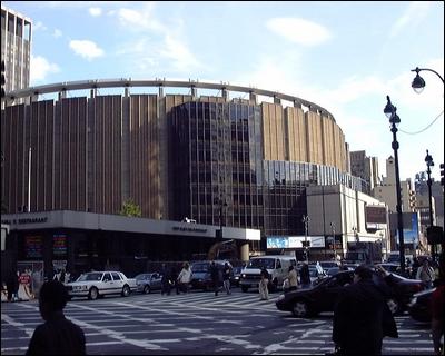 Quatre salles polyvalentes de Manhattan ont porté ce même nom. Il s'agit du...