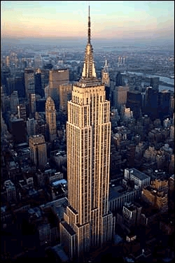Inauguré en 1931, c'est le plus haut gratte-ciel de New York depuis le 11 septembre 2001, 10h28.