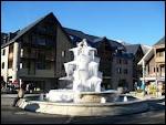 Les Saint-Hilariens et les Saint-Hilariennes sont les habitants de la ville de Saint-Lary-Soulan ( 65 ).