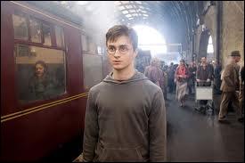 Dans quelle gare Harry Potter doit-il se rendre pour prendre le train qui l'emmène vers le collège d'apprentis sorciers de Poudlard ?