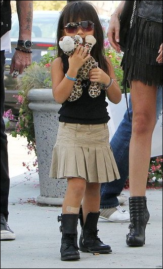 """Cette petite fille, une véritable """"little fashionista"""" prénommée Jade, est la fille :"""