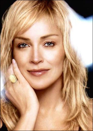 Dans quel film de Verhoeven, où elle partageait l'affiche avec Schwarzy, Sharon Stone s'est-elle fait remarquer pour la première fois ?