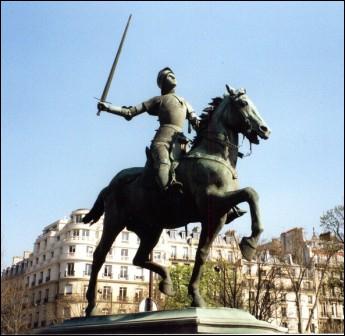 Jeanne d'Arc entendit des voix à 13 ans, devint chef de guerre à 17 ans et fut brûlée vive à ... ans ?