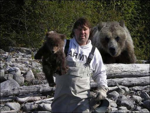 C'est mignon, un ourson, mais faut-il s'en occuper comme sur la photo ?