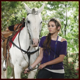 Dans Hannah Montana forever comment s'appelle le cheval de Miley ?