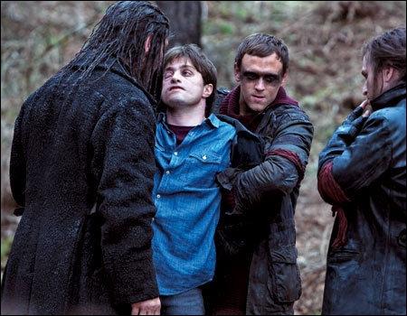 Harry et ses amis sont arrêtés, et sont amenés...