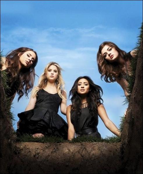 Dans quelle ville vivent Spencer, Aria, Emily et Hanna ?