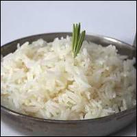 Pour préparer du riz pilaf, on doit le faire revenir lentement et sans coloration dans de la matière grasse chauffée. On dit qu'il faut
