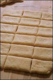 Pour empêcher une préparation de  croûter  pendant la cuisson, on peut la  beurrer en surface  (soit au pinceau, soit en ajoutant des particules de beurre). En cuisine, on emploie un terme très précis q