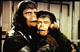 Qui est à côté de Cornélius dans  La planète des singes  ?
