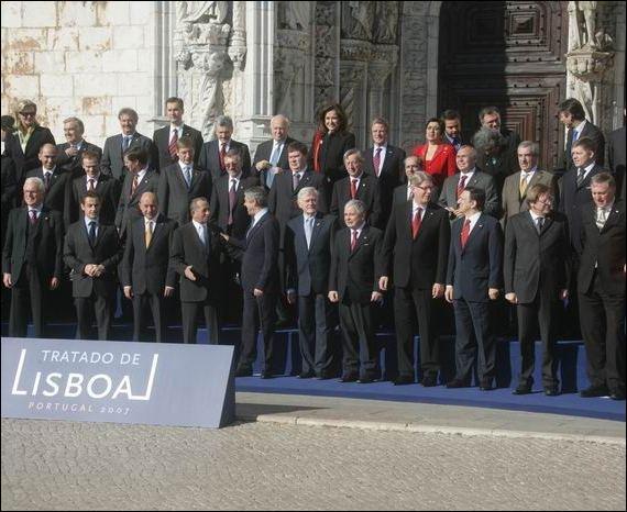 Un de ces problèmes qui se posent à l'Europe actuelle (mai 2008) est fictif. Lequel ?