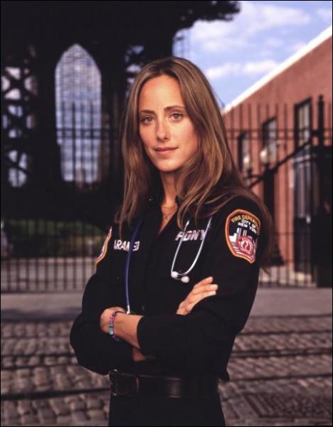 Je suis Kim Zambrano dans la série  New York 911 , dans  Grey's Anatomy  je suis ...