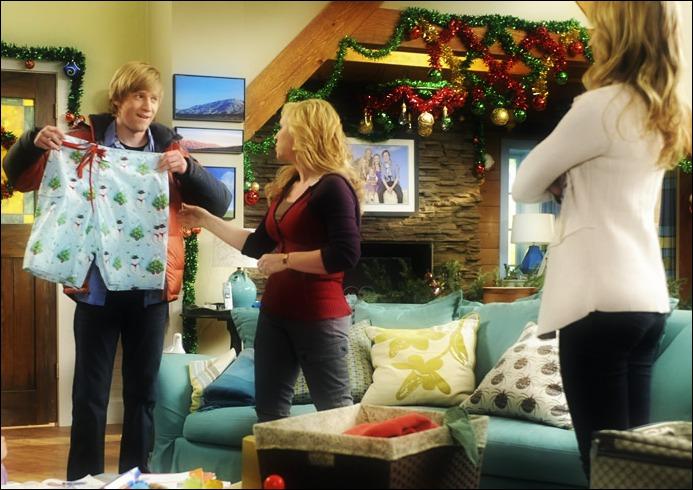 Combien de maillots de bain de Noël PJ a-t-il achetés ?