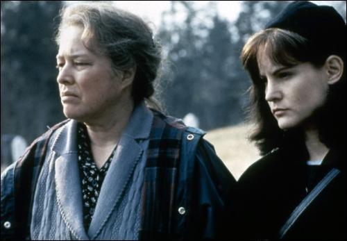 Ce film racconte l'histoire d'une femme accusée d'un meutre qu'elle nie, mais elle avoue le meurtre de son mari 30 ans plus tôt. Quel est le titre de cette oeuvre de Stephen King ?