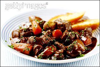 Le célèbre bœuf bourguignon est composé de :